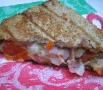 Leckeres Sandwich selbstgemacht aus dem Lagerfeuer