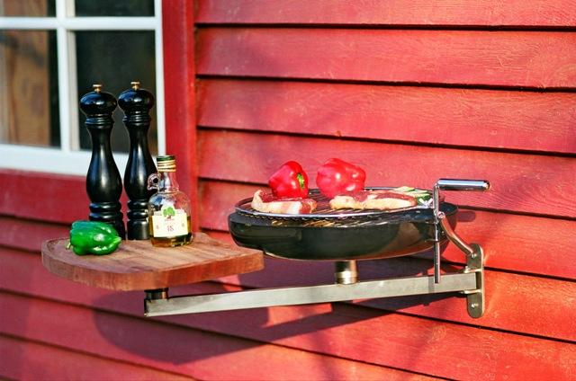 balkongrill mit schwenkarm und schneidbrett sandwichmaker waffeleisen feuerschalen. Black Bedroom Furniture Sets. Home Design Ideas